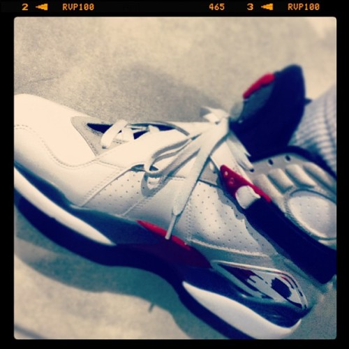 "Dang… I really wish i had money to spend on these right now. :( #AirJordan8 #""BugsBunny"" #SneakerAddict (at Nike Zone)"