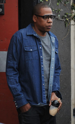 Jay-Z was on bottle carrying duty as the family left Gjelina restaurant in Venice Beach, California.