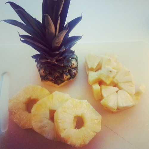 A pineapple a day keeps the doctor at bay. My morning routine now consits of cutting up one of these little bad boys. 10 sek/a pop from ICA!