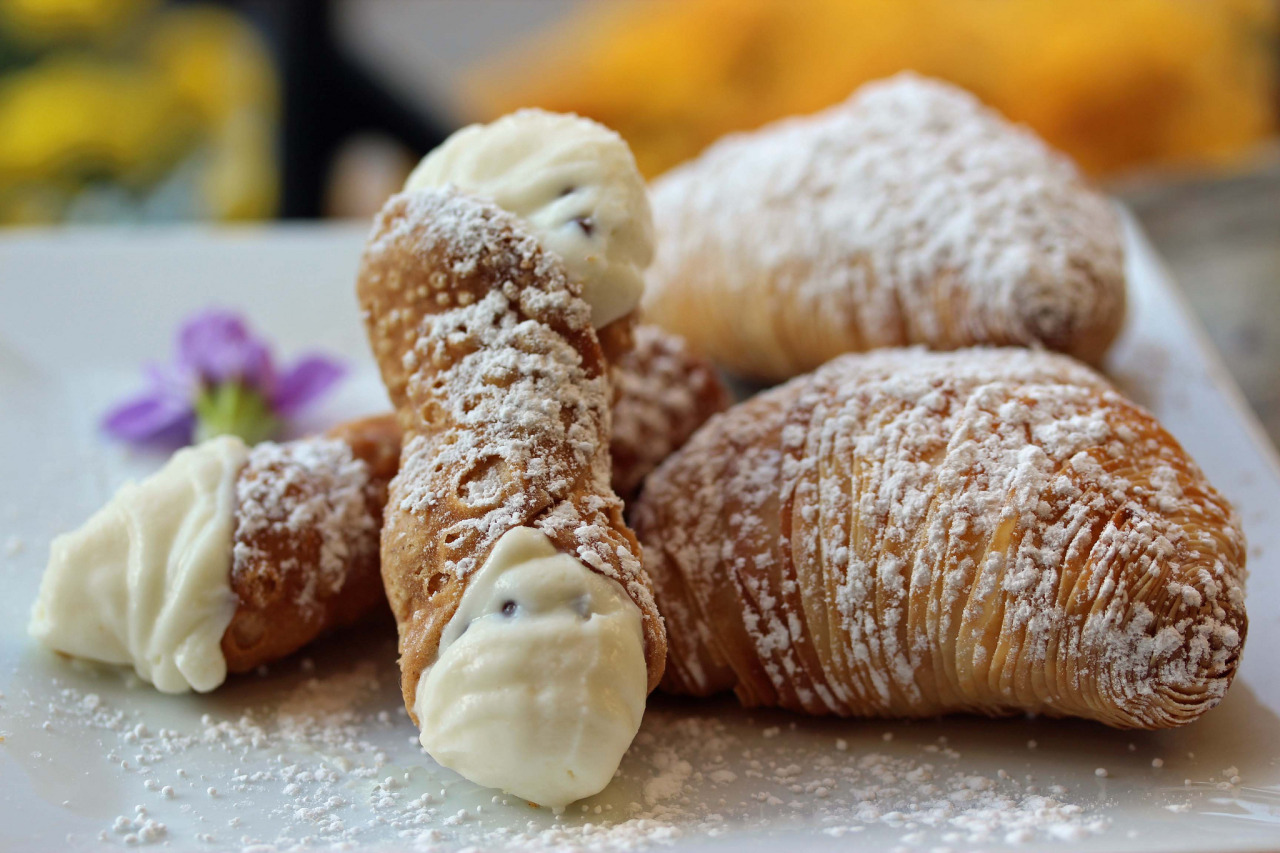 Cannoli & sfogliatelle! (confession time I've never had sfogliatelle)