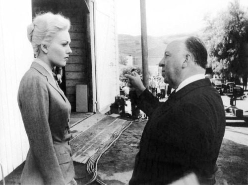 fuckyeahdirectors:  Kim Novak and Alfred Hitchcock on-set of Vertigo (1958)