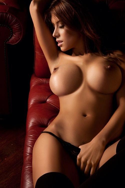 WOW. Bangin topless brunette in black