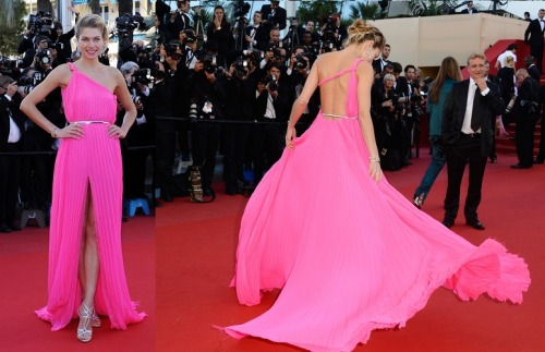 JESSICA HART was pretty in bright pink in an Emilio Pucci gown and silver Casadei heels. Look how that dress moves! Sensational.