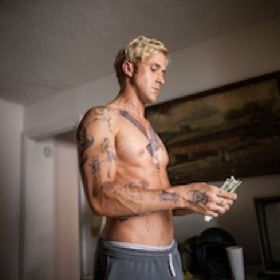 (via Ryan Gosling's Abs Ripple In 'The Place Beyond The Pines' – But Are Photoshopped [Video] | News | Uinterview)