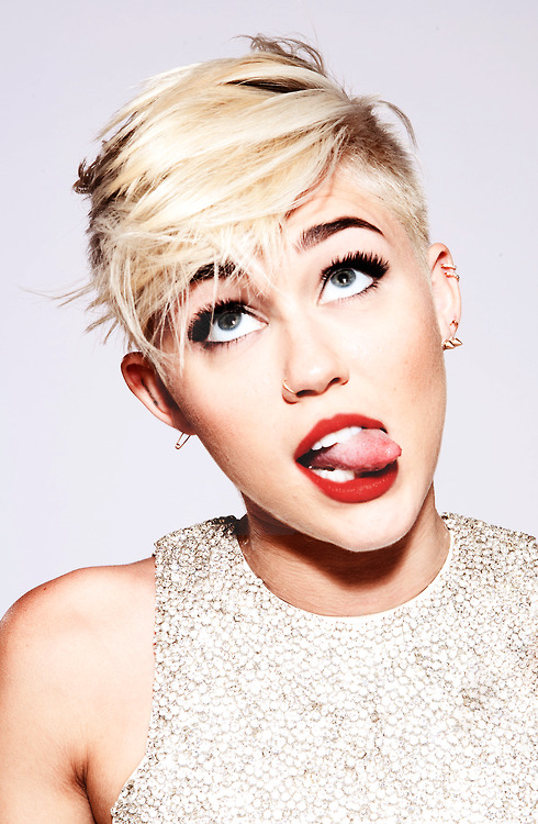 radical-illusion:  miley bby