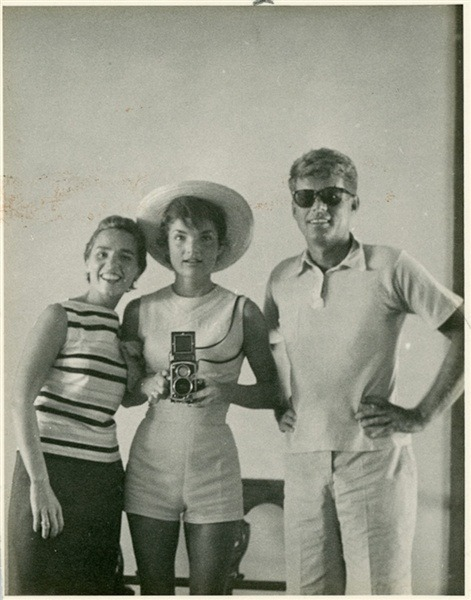 astralunae:  Ethel, Jackie and John Kennedy in 1954.