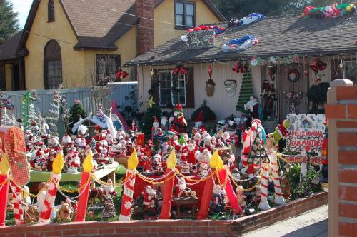 (via Christmas vomited all over this person's yard. : WTF)