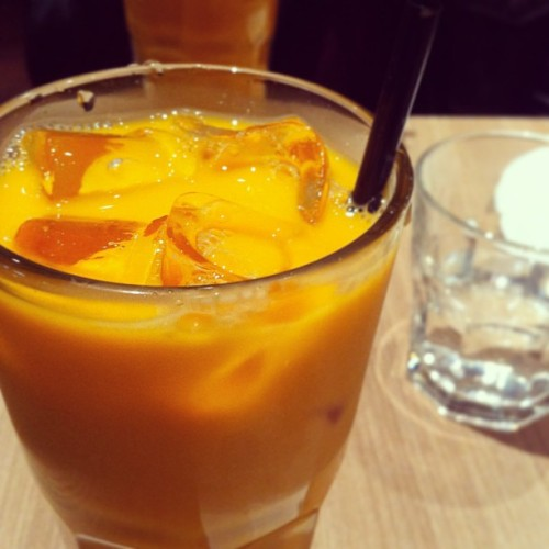 Unf unf unf, THAI MILK TEA #thai #milk #tea #drinks  (at Na Bangkok | ณ บางกอก)