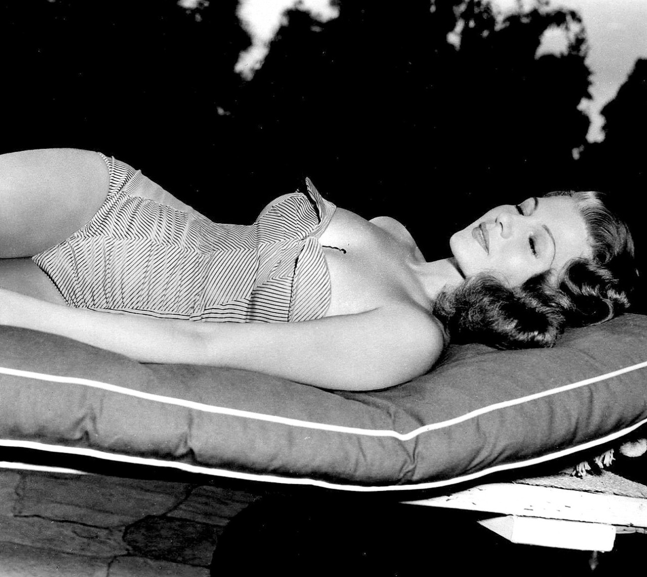 thehappysorceress:  Rita Hayworth
