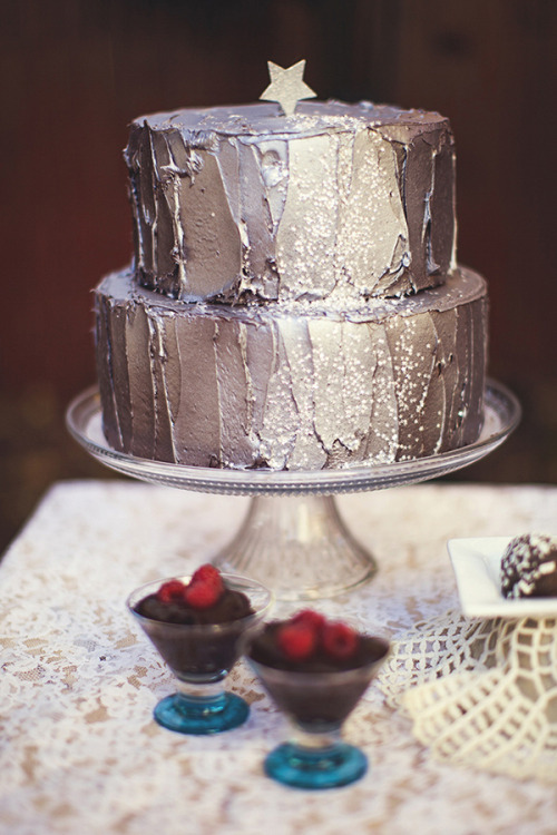 sweepmeup:  Metallic cake!