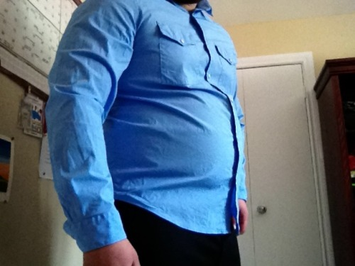 truenorthstrongfree:  Tummy Tuesday, dress shirt edition My clothes are getting too small.