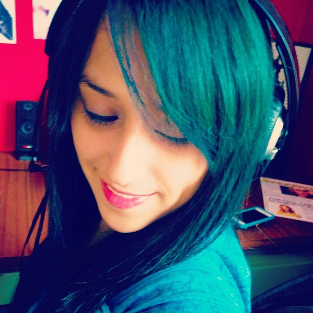 Blueish! 💙💚 #selfie #turquoisehair #turquoise #blue #bluehair #hair #greenhair #headphones #photoaday #self #365photojournal #leme #me #meow #whyareyoureadingthetags?