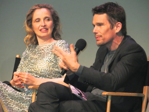 Ethan Hawke and Julie Delpy chatting…