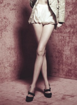 "ampersand-et:  vlada roslyakova in ""boudoir chic"" by horst diekgerdes for vogue china july 2008."