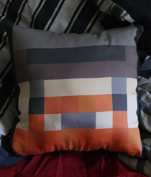 yogscastaddict:  nessu:  I made a Honeydew pillow. I don't have a problem.  WANT PLEASE!  I would like one too, please :)