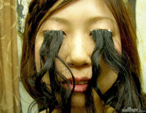 suckmymothafuckinbasss:  hey guys I got fake eye lashes.
