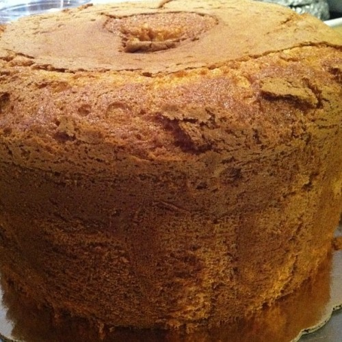 #sponge #chiffon #cake @ivybakery mmmmmm classic simple and delicious with some fresh berries and a bit of cream :) #baked #bakery #eggs #nyc #soho  (at Ivy Bakery)