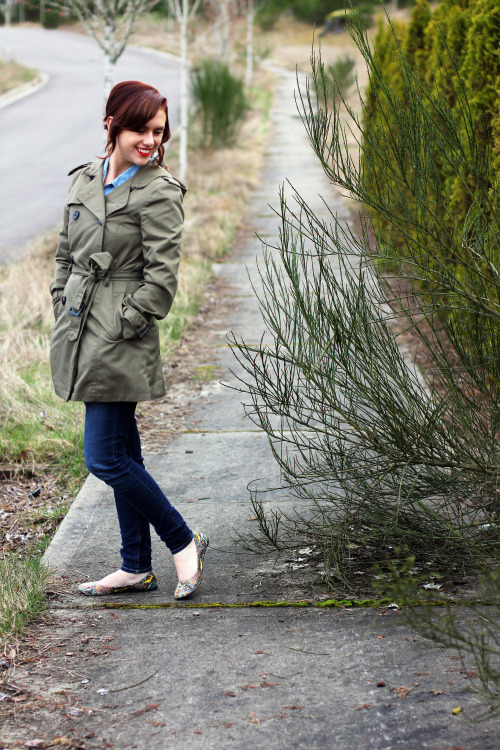 New outfit post up on my blog. Check it out at Rya Pie. Love this coat soooo much.