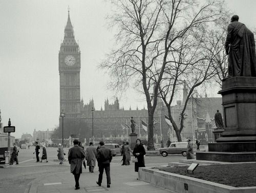 royalloyaldowntonabbey:  Vintage London