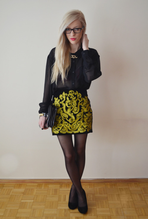 must-have-outfits:  nice sheer top + elaborate skirt strumpfmode:  (via anetaaneta.blogspot.com: BAROQUE TREND - BLACK & GOLD)