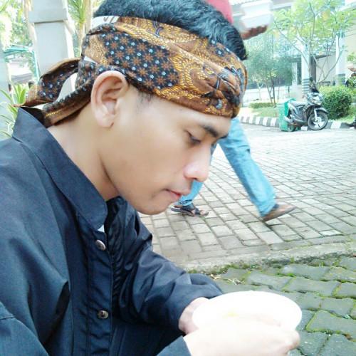 Jampe2 harupat #iket #totopong #barangbangsemplak (at Lapangan Tegar Beriman) - tumblr_npclxa90U91shftr8o1_500