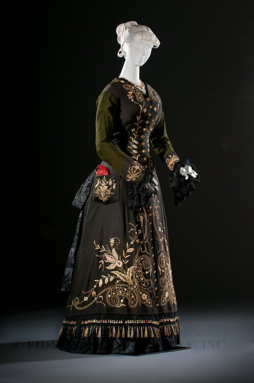 dduane:  fripperiesandfobs:  Dress ca. 1876 From the Helen Larson Historic Fashion Collection via the FIDM Museum Blog  Wow!