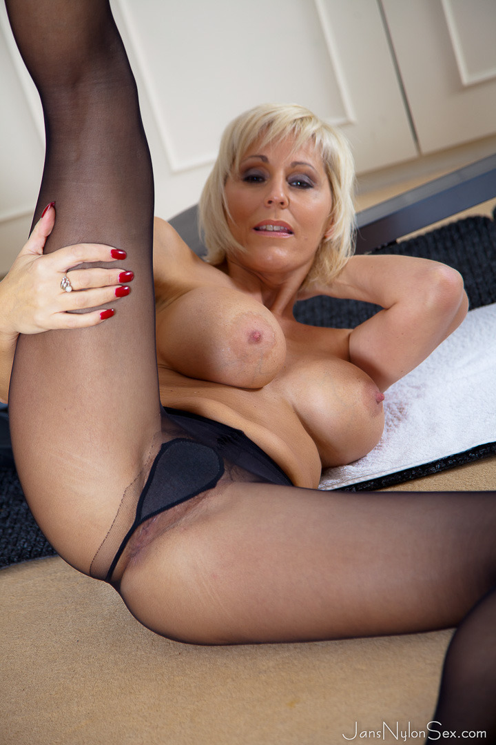 Mature women in nylons high heels