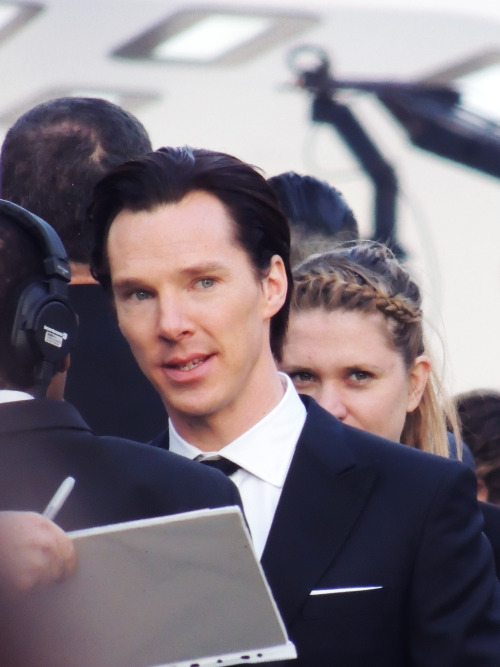 mr-bagginshield:  Benedict Cumberbatch yesterday in London [x]