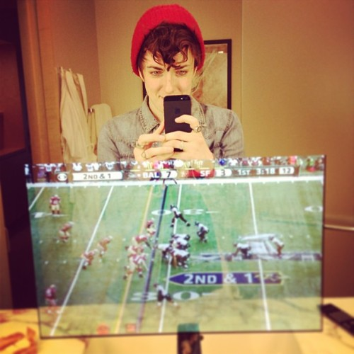 Casually watching the Superbowl in the bathroom mirror 🏉