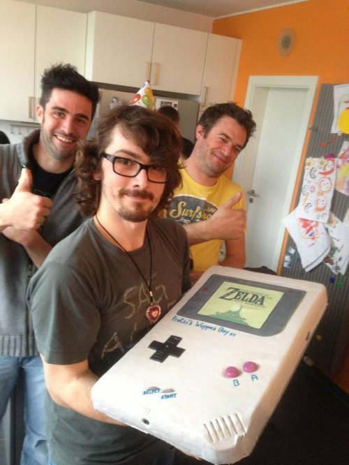 gamefreaksnz:  Gameboy Zelda Cake = win  That guy in the yellow shirt looks so happy