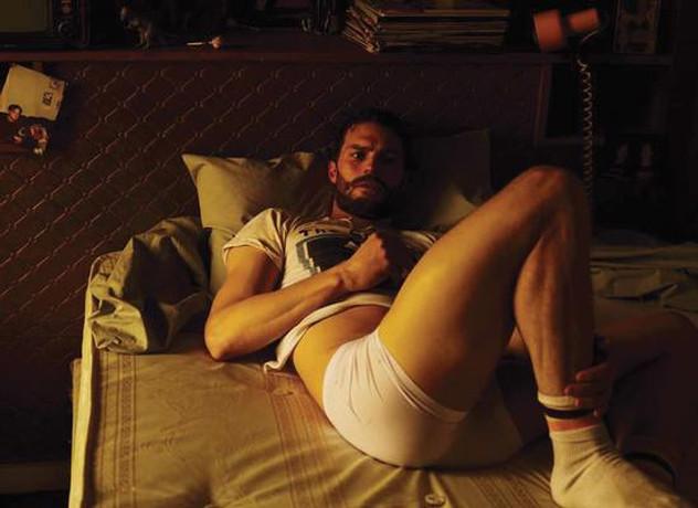 ator de Christian Grey sem roupa, nu frontal