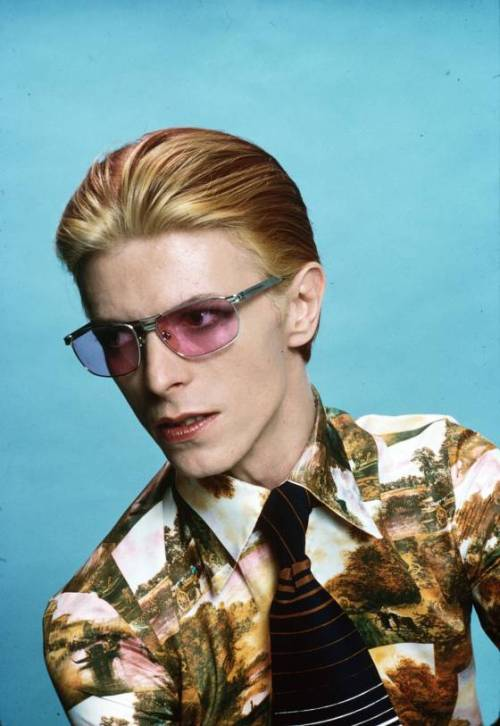 splitsecondfeeling:  David Bowie photographed in Los Angeles, 1974