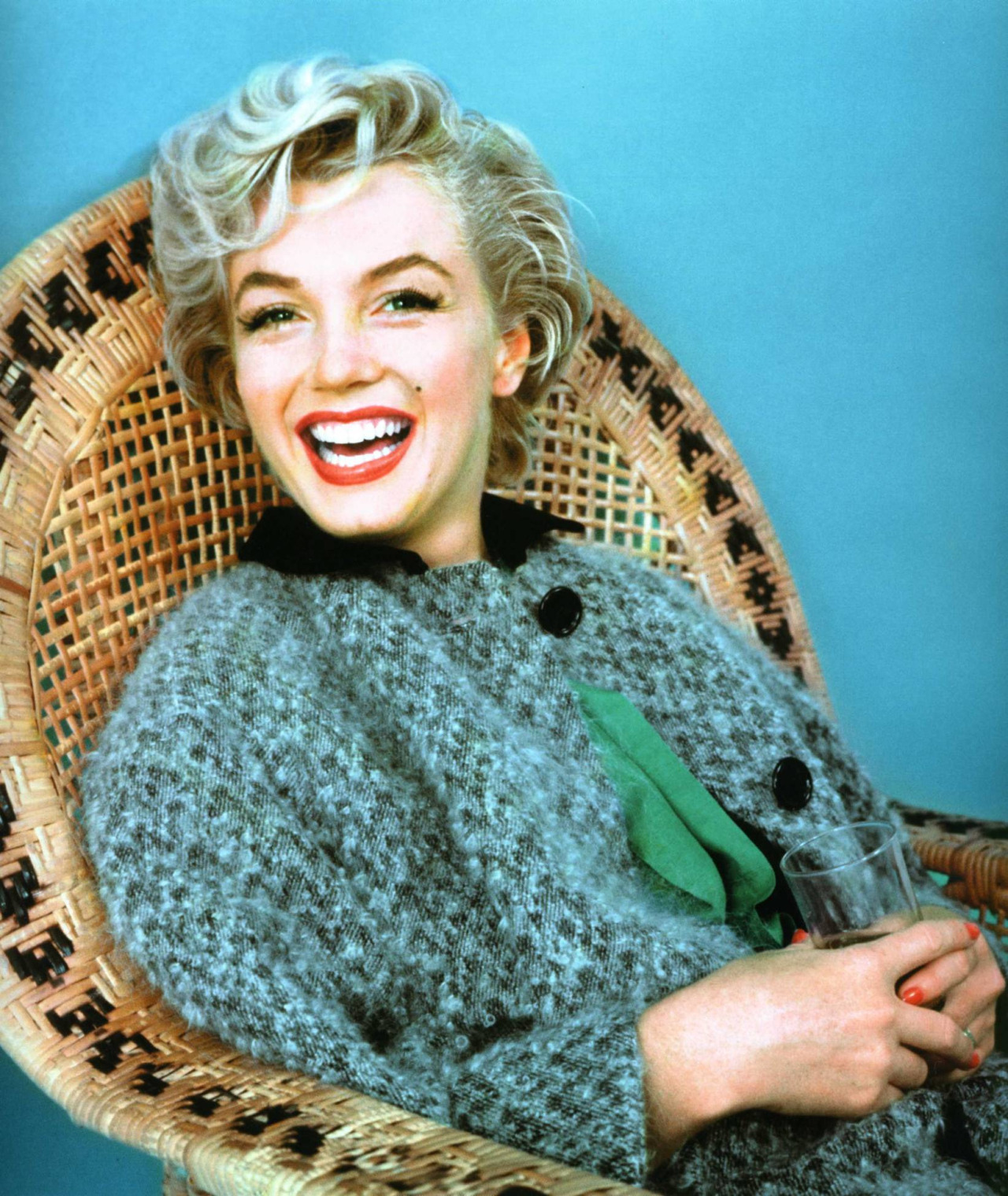 seductivepineapples:  fluorescent-waters:  thebeautyofmarilyn:  Marilyn photographed by Milton Greene, 1954.   ☾☯soft grunge, vintage, beauty☯☽   ☯ grunge here☯