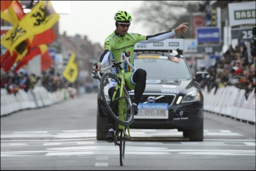 fuckyeahcycling:  Gent-Wevelgem 2013 The one and only Peter Sagan takes the win in style! (via Sagan met show over de meet - Sportwereld)