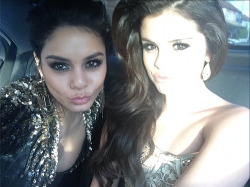 o-bstructed:  peacefuly:  Selena looks like an angel sent to photobomb Vanessa's selfie