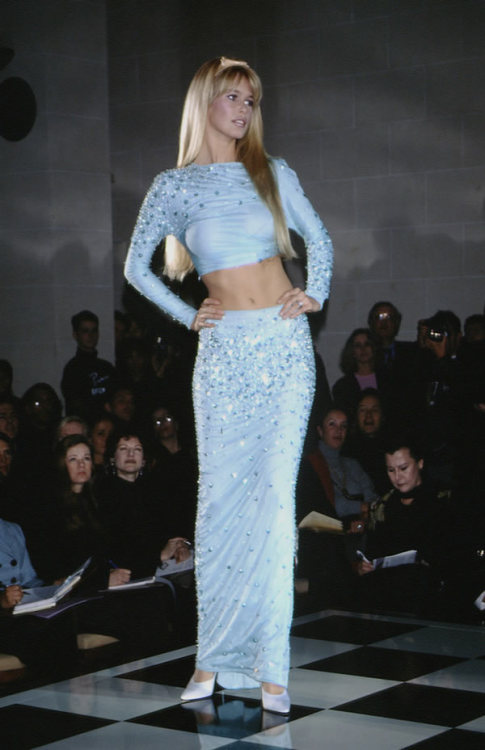 80s-90s-supermodels:  Versace HC S/S 1995Model : Claudia Schiffer