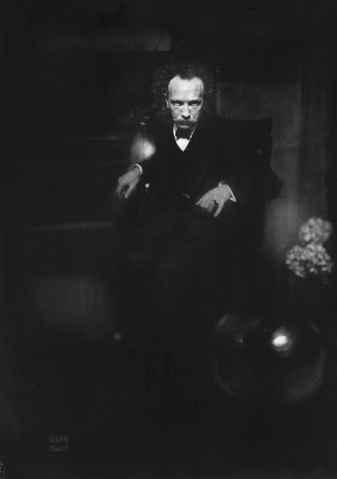 © Edward J. Steichen, 1904, Portrait of Richard Strauss The German composer and conductor Richard Strauss (1864-1949) visited the United States for the first time in the spring of 1904. He came to New York expressly to conduct the premier of Symphonia domestica (1903), an orchestral work which caused a stir in the music community by detailing the composer's own life at home with his wife and child. » find more photos of famous people here «