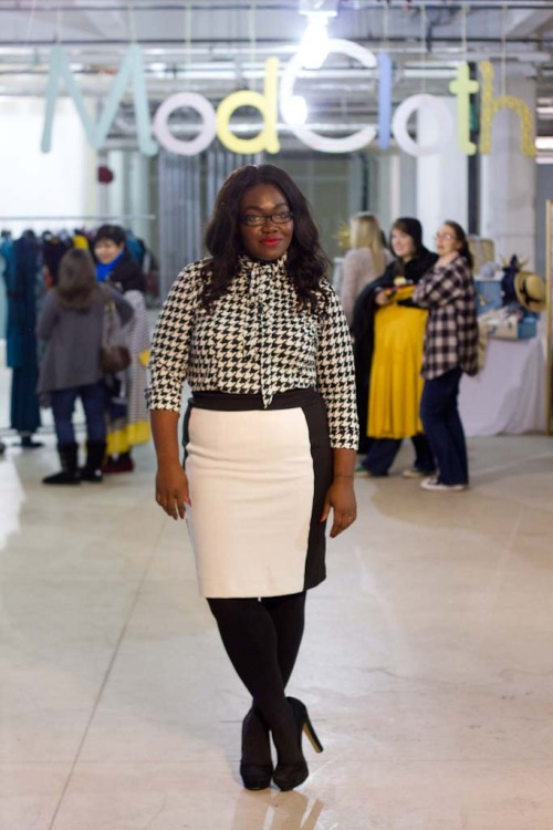 {Blogged:ModCloth Plus size Fit Fete} Last week I had an amazing opportunity to co-host a plus size fit party with Pittsburgh based e-Retailer ModCloth. The setting was Bakery Square on the East side of Pittsburgh, and the lovely ladies who attended were treated to a sampling of the gorgeous, new plus offerings soon to come. The team at ModCloth created a relaxed setting filled with food, drinks, an area in which to try on current plus offerings, as well as a full on photo shoot area. Be sure to check out ModCloth, and read more about the fit party over at the ModCloth Blog!  Top: The Limited Skirt: New York and Company Tights: DKNY Shoes: DSW