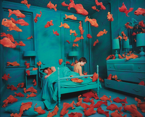 art-mirrors-art:  Sandy Skoglund - Revenge of the Goldfish (1981)