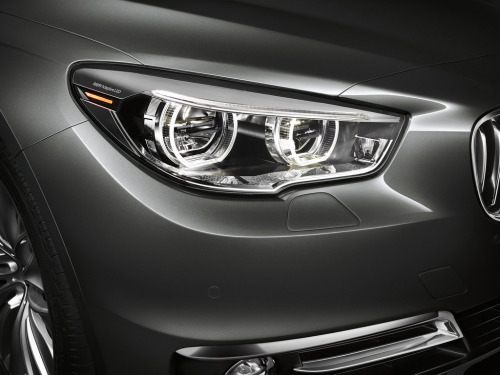 crash—test:  2014 BMW 5 Series Gran Turismo (by Car Fanatics)