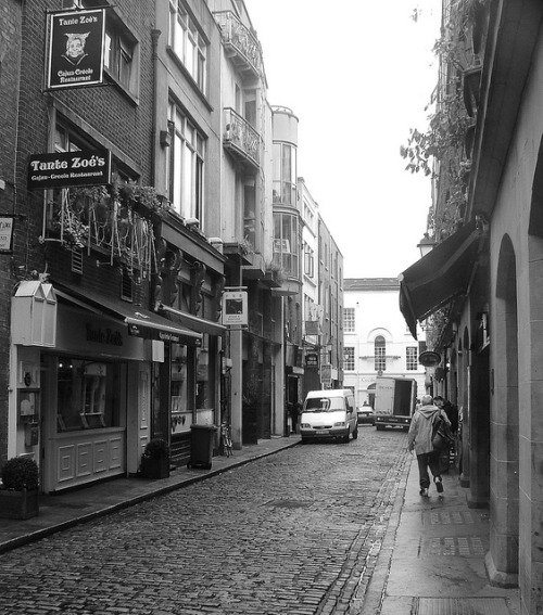 fieldsinireland:  Dublin - Templebar (19) by Steve Tiesdell Legacy Collection on Flickr.