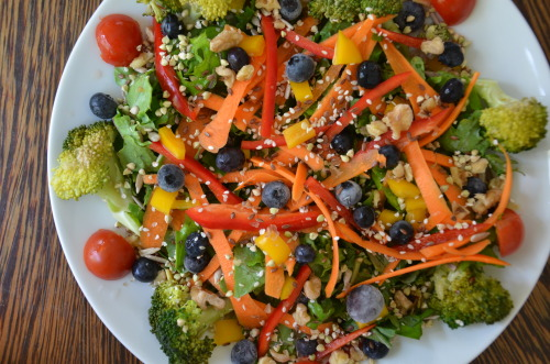 findvegan:  Raw Rainbow Salad with Garlic Tahini Dressing