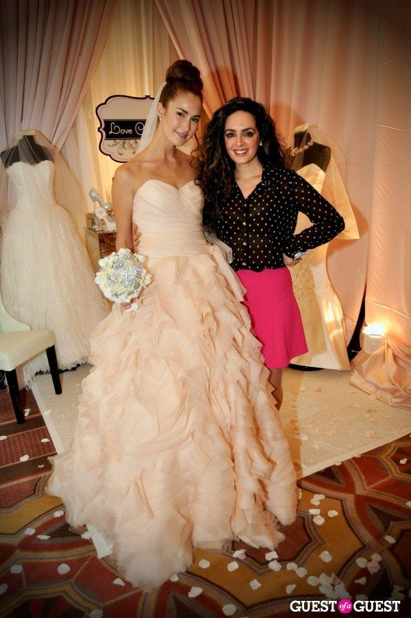 weddinginspirasi:  Sareh Nouri with her model donning a blush wedding gown from her Spring 2013 wedding dress collection seen featured athttp://www.weddinginspirasi.com/2012/11/06/sareh-nouri-wedding-dresses-spring-2013/