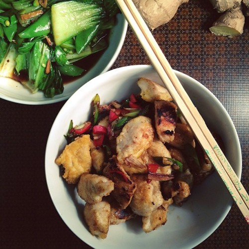 Lovely garlic chicken with a side of chinese greens. Visit the blog for the recipe.