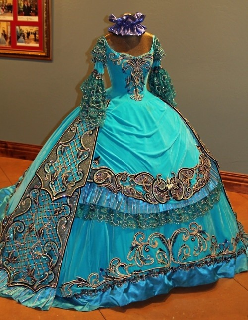 tawnyscostumesandcuriosities:  Loredo 1860's dresses  HOLY Filigree and bright colours!! :D I would totally wear this grocery shopping.