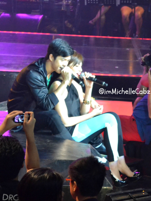 lovemysuperjulielmo:  JuliElmo perfect back-hug :)