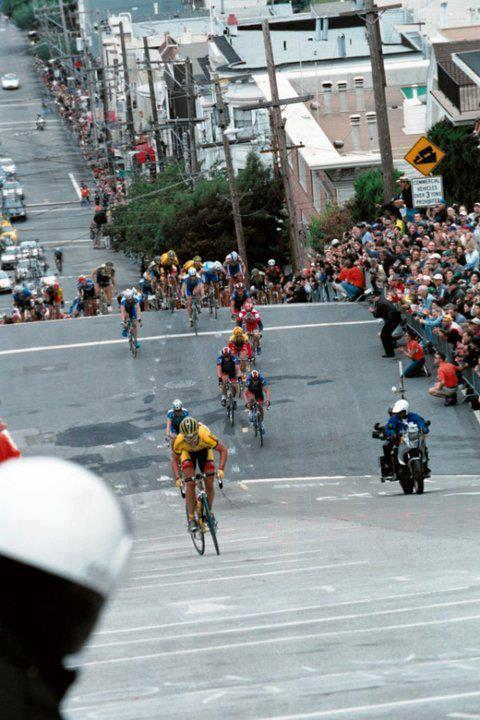 stortstorts:  WHAAAAAAA???!!??! Fillmore street hill climb?! this is rad. WIsh they still had this around. FIllmore street Grand Prix 2004