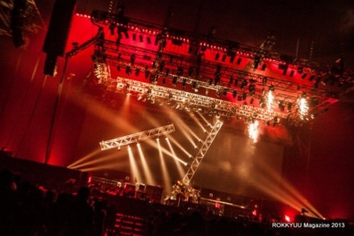 namelessliberty:  ROKKYUU magazine — MELT at Saitama Super Arena live report  GROAN OF DIPLOSOMIA FINAL MELT at Saitama Super Arena was the perfect ending to a bombastic tour for the GazettE that saw the band exploring different sounds and unraveling their darker selves as they traveled throughout the country. ROKKYUU were treated to a preview of what the band was up to at their NHK Hall show -DIVISION- GROAN OF DIPLOSOMIA 01 but at the Saitama Super Arena show, all were in for a surprise.  […read more]