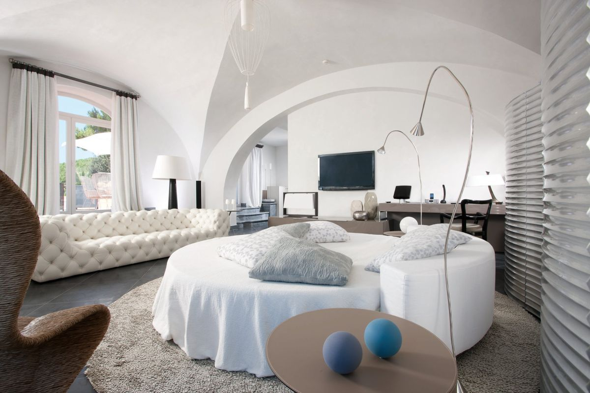 Round Beds 9 Luxury Bedrooms With Round Beds Luxury Accommodations