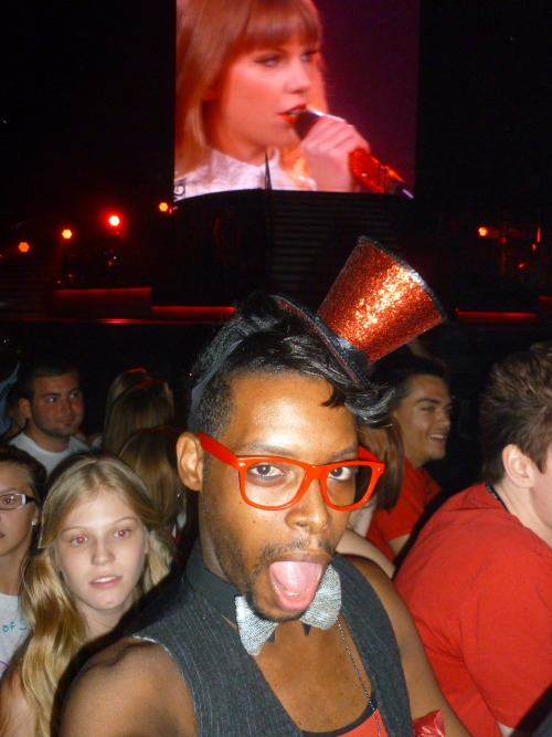 kutedanceboy:  Me @  the Red Tour!!!!!   During Mean she smiled at me and my hat! :)  I was there i even saw you near the stage awesome concert :)